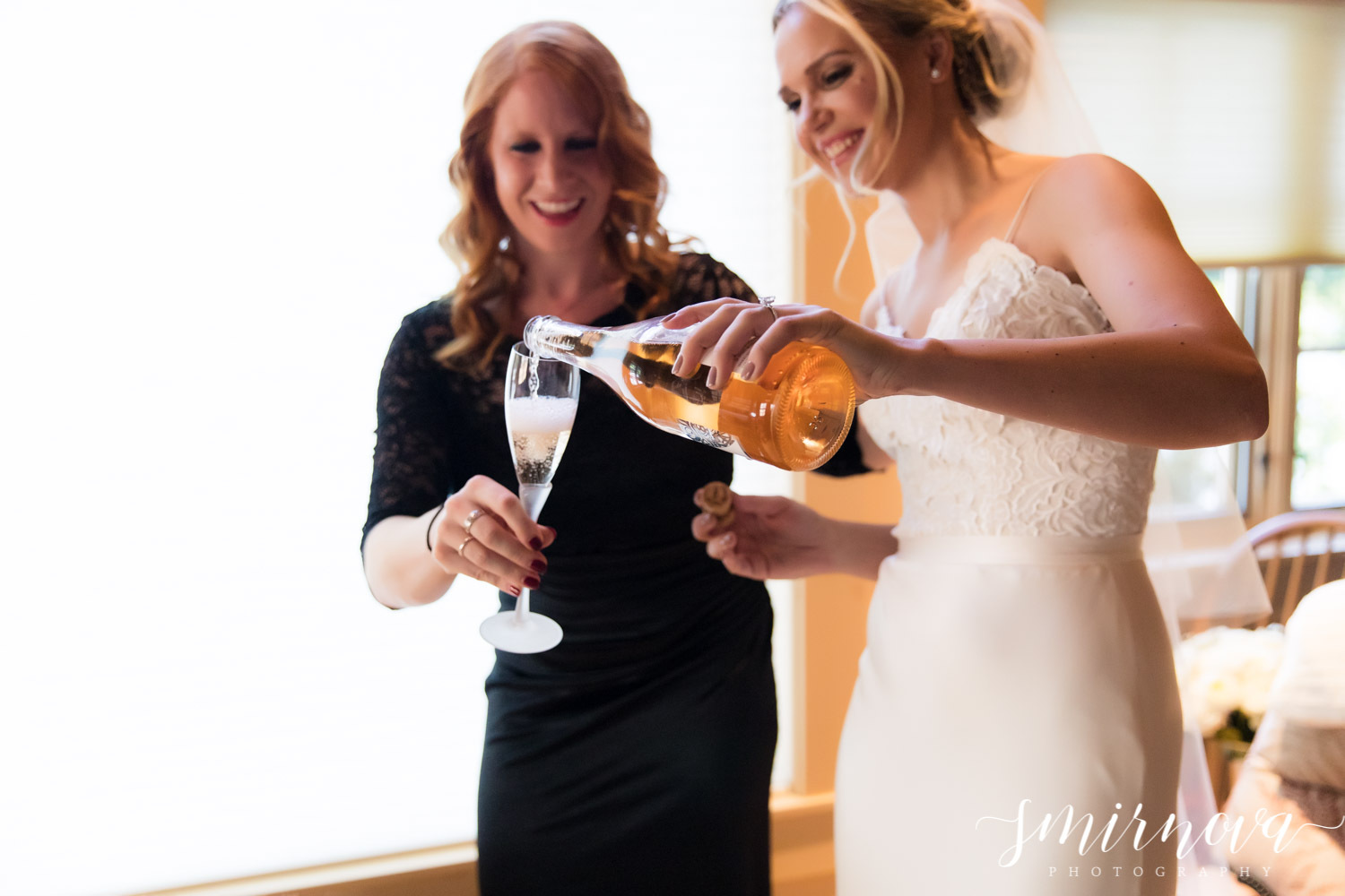 bride and sister Smirnova Photography by Alyssa