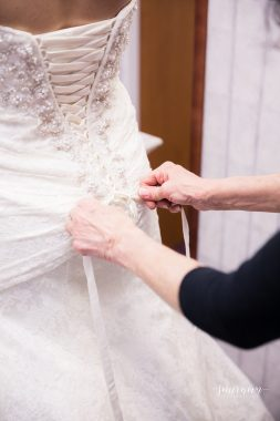 wedding dress tying